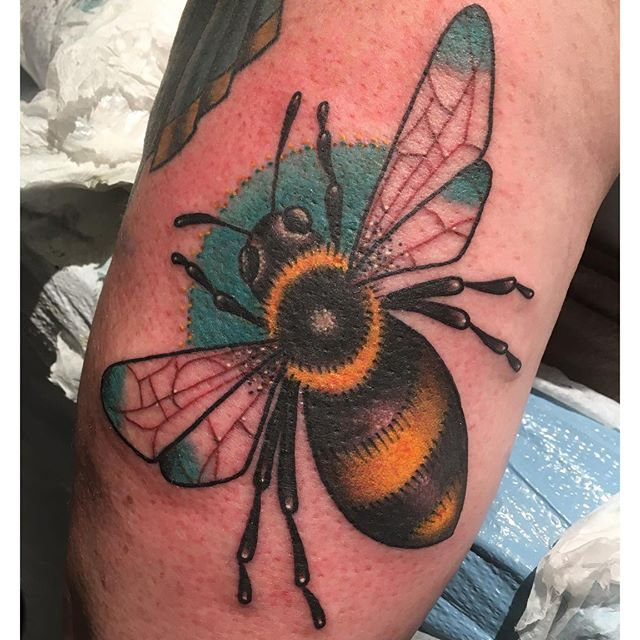 Jasmine Worth @jasmineworth did this one shot #beetattoo tonight. Hit her up at JasmineWorthTattoos@gmail.com to get a piece done by her.