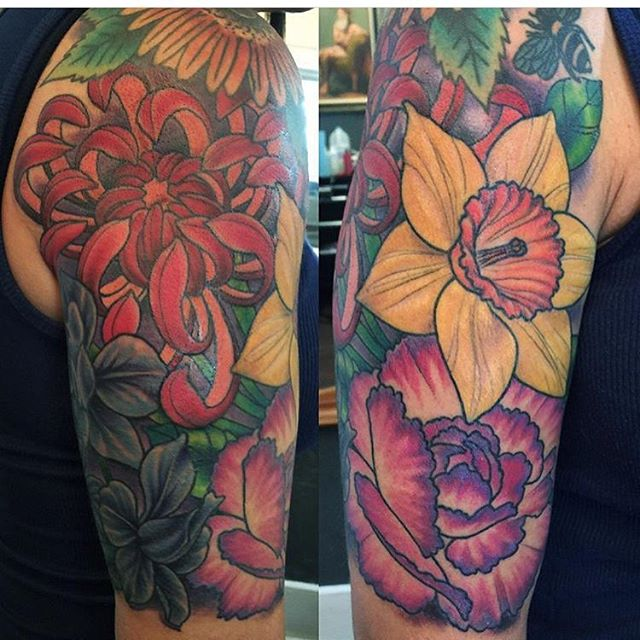 Finished floral piece done by @nathanieltattoosd #flowertattoo #tattoo #tattoos #remingtontattoo #northpark #sandiego