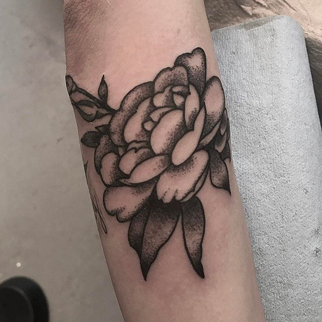 Flower tattoo by @jasmineworthtattoos for the ACLU Charity Flash Day at @remingtontattoo Flash drawing by @gust_razotattoos #flowertattoo #dotworktattoo #blackworkers #naturetattoo #sandiegotattooartist #sandiegotattooshop #sandiegotattoo