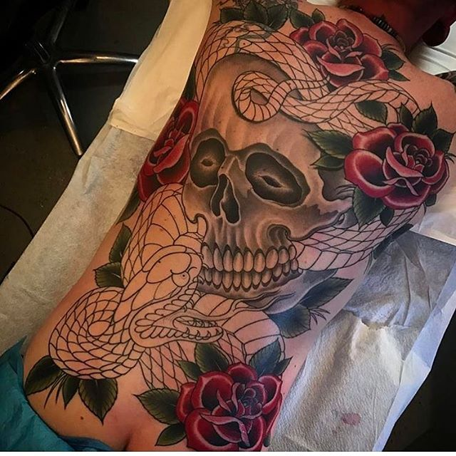 Back piece in progress by @alessioricci #skulltattoo #rosetattoo #sandiegotattooshop #sandiegotattooartist #sandiegotattoo #snaketattoo #backpiece #backpiecetattoo #backtattoo #tattooistartmag