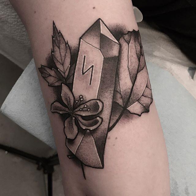 """Healing"" spell tattoo by @jasmineworthtattoos #crystaltattoo #spelltattoo #spelltattooposse #flowertattoo #blackandgrey #blackandgreytattoo #minttattoo #runetattoo #sandiegotattooartist #sandiegotattooshop #sandiegotattooer #sandiegotattoo #sandiego"