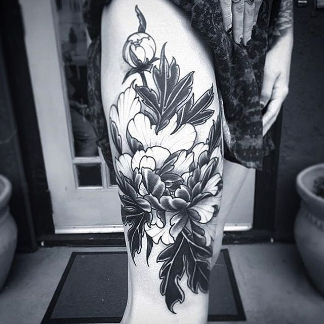 Progress shot of a flower piece by @gust_razotattoos #legtattoo #flowertattoo #botanicaltattoo #blackandgrey #sandiegotattoo #sandiegotattooer #sandiegotattooshop #sandiegotattooartist