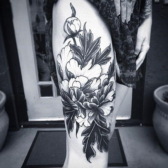 Progress shot of a flower piece by @gust_razotattoos #legtattoo #flowertattoo #botanicaltattoo #blackandgrey #sandiegotattoo #sandiegotattooer #sandiegotattooshop #sandiegotattooartist