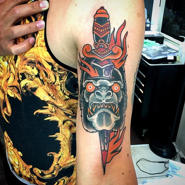 Gorilla dagger from chris @chriscockadoodledo @remingtontattoo #sandiegotattoo #traditionaltattoo #boldwillhold #northparktattoo #sandiegotattoo #remingtontattoo