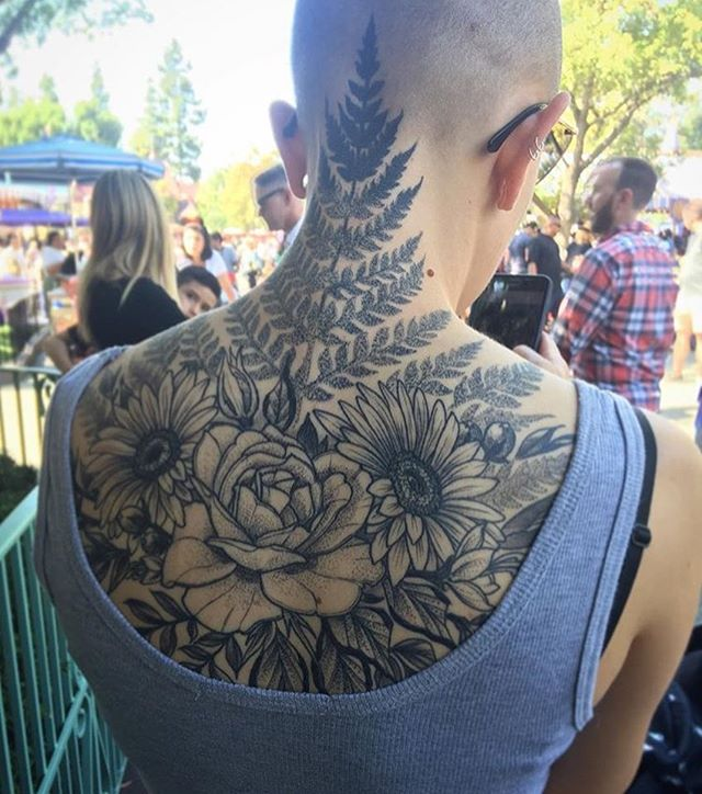 This #floral #back and #neck #Tattoo out in the wild! Done by @gust_razotattoos at #remingtontattoo #floraltattoo #flower #flowertattoo #fern #ferntattoo #rose #rosetattoo #daisy #daisytattoo #sunflower #sunflowertattoo #backtattoo #necktattoo #sandiegotattooartist #northparktattooartist #sandiego #northpark #sd