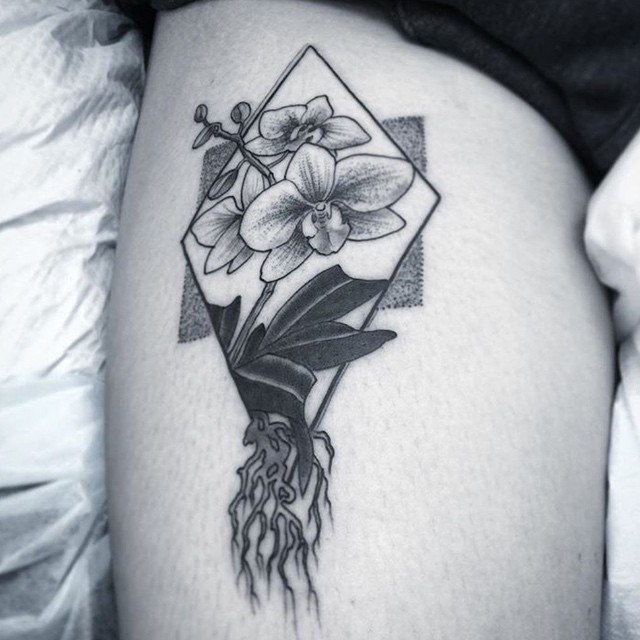 This #geometrical #flower #tattoo done by @gust_razotattoos at @remingtontattoo #geometricaltattoo #flowertattoo #legtattoo #blackandgrey #sandiego #sandiegotattooartist #sd #northpark #remingtontattoo